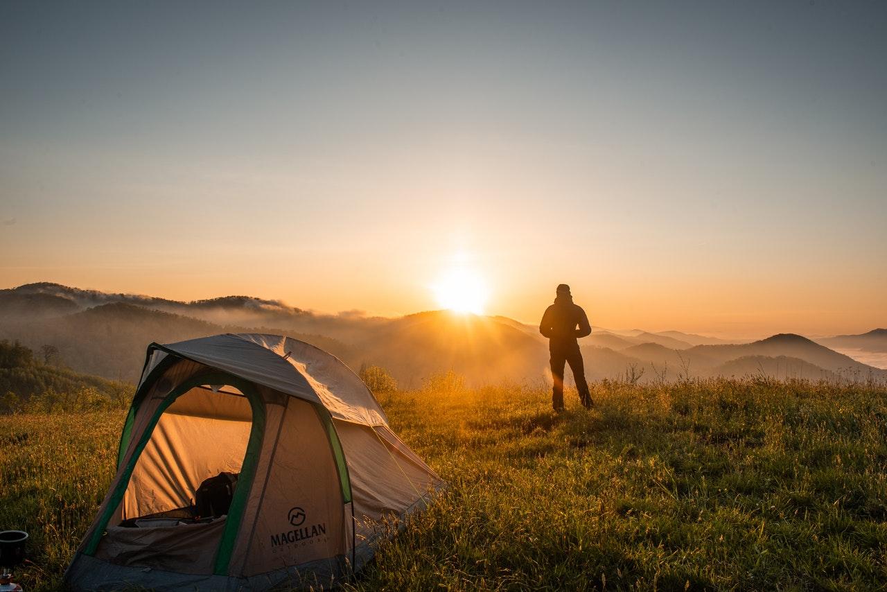 ¿Qué accesorios necesitas para una acampada?